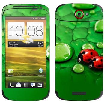 Виниловая наклейка «Божьи коровки на листьях» на телефон HTC One S