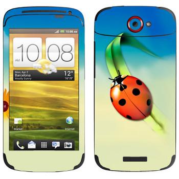 Виниловая наклейка «Божья коровка на травинке» на телефон HTC One S
