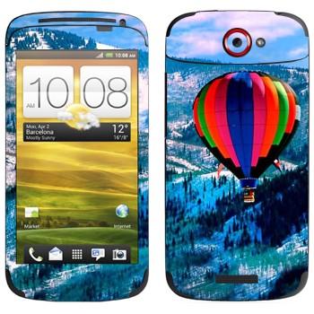 Виниловая наклейка «Воздушный шар над заснеженными холмами» на телефон HTC One S