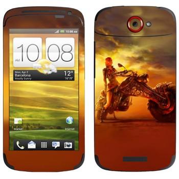 Виниловая наклейка «Девушка на мотоцикле» на телефон HTC One S