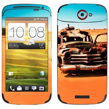 Виниловая наклейка «Соржавевшая машина в пустыне» на телефон HTC One S