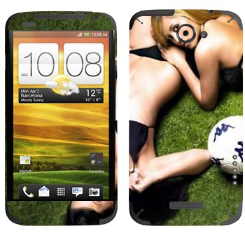 Виниловая наклейка «Девушки на газоне с мячом» на телефон HTC One X