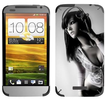 Виниловая наклейка «Красивая девушка в наушниках» на телефон HTC One X
