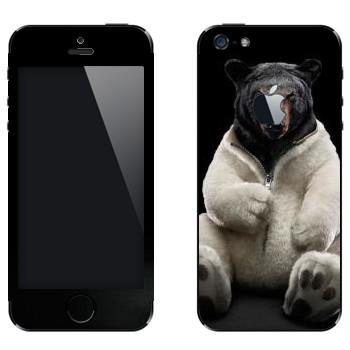Виниловая наклейка «Черный медведь в шкуре белого» на телефон Apple iPhone 5