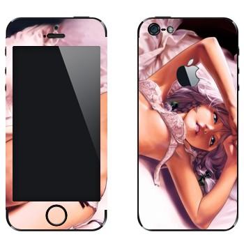Виниловая наклейка «Девушка аниме в нижнем белье на кровати» на телефон Apple iPhone 5