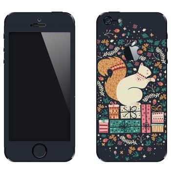 Виниловая наклейка «Белка на подарках» на телефон Apple iPhone 5