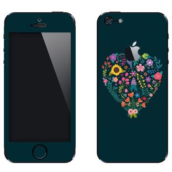 Виниловая наклейка «Цветочное сердце» на телефон Apple iPhone 5