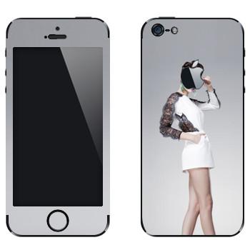 Виниловая наклейка «Длинноногая девушка на высоких каблуках» на телефон Apple iPhone 5