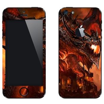 Виниловая наклейка «Огненный дракон над крепостью - World of Warcraft» на телефон Apple iPhone 5