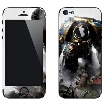Виниловая наклейка «Воин - Warhammer 40k» на телефон Apple iPhone 5