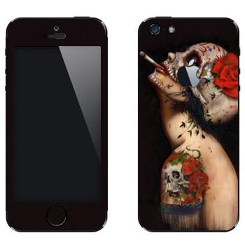 Виниловая наклейка «Бодиарт Череп с цветком» на телефон Apple iPhone 5