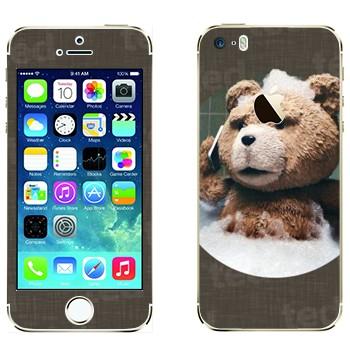 Виниловая наклейка «Третий лишний - медведь Тед в ванной» на телефон Apple iPhone 5S