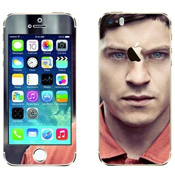 Виниловая наклейка «Саймон Беллами - Отбросы» на телефон Apple iPhone 5S