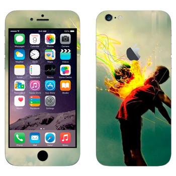 Виниловая наклейка «Футболист принимает мяч» на телефон Apple iPhone 6 Plus/6S Plus