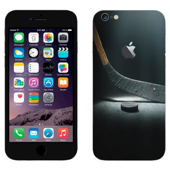 Виниловая наклейка «Клюшка и шайба» на телефон Apple iPhone 6 Plus/6S Plus