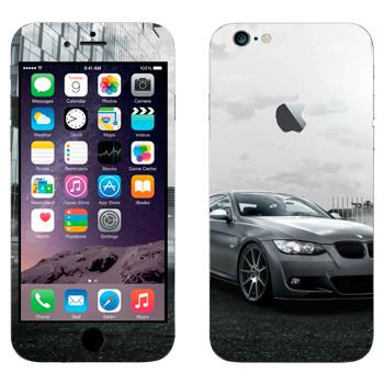 Виниловая наклейка «BMW среди городских зданий» на телефон Apple iPhone 6 Plus/6S Plus