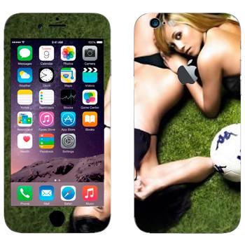 Виниловая наклейка «Девушки на газоне с мячом» на телефон Apple iPhone 6/6S