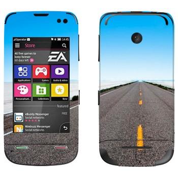 Виниловая наклейка «Дорога убегает к горизонту» на телефон Nokia Asha 311