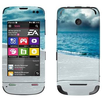Виниловая наклейка «Грозовые облака над морем» на телефон Nokia Asha 311