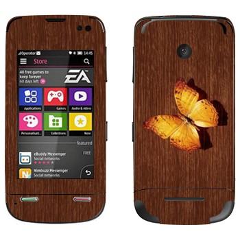 Виниловая наклейка «Желтая бабочка на дереве» на телефон Nokia Asha 311