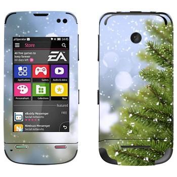 Виниловая наклейка «Ёлка и снег» на телефон Nokia Asha 311