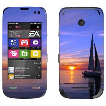 Виниловая наклейка «Парусник на закате» на телефон Nokia Asha 311