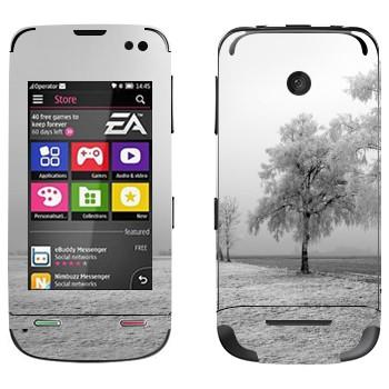 Виниловая наклейка «Заснеженное дерево» на телефон Nokia Asha 311