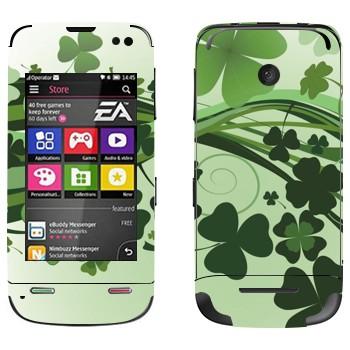 Виниловая наклейка «Зеленый клевер» на телефон Nokia Asha 311