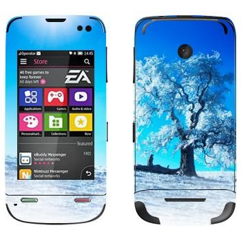 Виниловая наклейка «Зимнее дерево» на телефон Nokia Asha 311