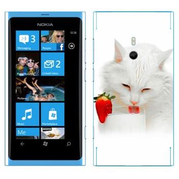 Виниловая наклейка «Белая кошка пьет молоко» на телефон Nokia Lumia 800