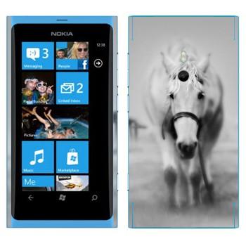 Виниловая наклейка «Белая лошадь в тумане» на телефон Nokia Lumia 800