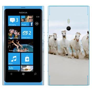 Виниловая наклейка «Белые лошади на пляже» на телефон Nokia Lumia 800