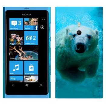 Виниловая наклейка «Белый медведь под водой» на телефон Nokia Lumia 800