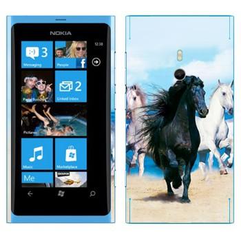 Виниловая наклейка «Черная и белые лошади» на телефон Nokia Lumia 800