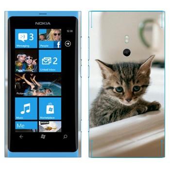 Виниловая наклейка «Котенок в ванной» на телефон Nokia Lumia 800