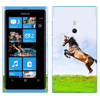Виниловая наклейка «Лошадь на дыбах на лугу» на телефон Nokia Lumia 800