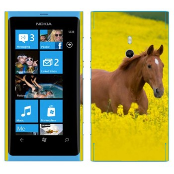 Виниловая наклейка «Лошадь на лугу» на телефон Nokia Lumia 800