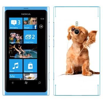 Виниловая наклейка «Щенок в наушниках» на телефон Nokia Lumia 800