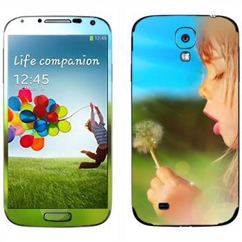 Виниловая наклейка «Девочка с одуванчиком» на телефон Samsung Galaxy S4