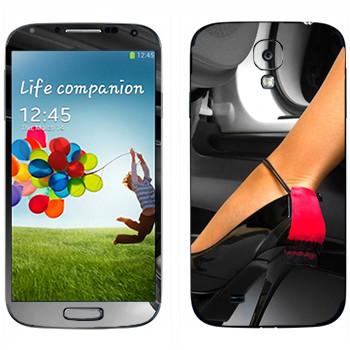 Виниловая наклейка «Туфля показалась из машины» на телефон Samsung Galaxy S4