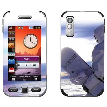 Виниловая наклейка «Сноубордист в белом» на телефон Samsung S5230