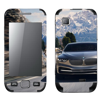 Виниловая наклейка «BMW на горной дороге» на телефон Samsung Wave 525
