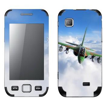 Виниловая наклейка «Военный самолет в облаках» на телефон Samsung Wave 525